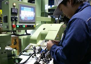 充実した機械で短納期ねじ製造にも対応